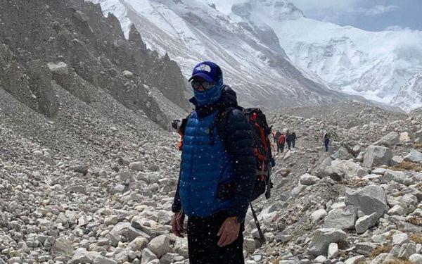 221ebc11065 Στην κορυφή του Εβερεστ έφθασε σήμερα τα ξημερώματα ο Γιώργος Τσιάνος. Ο  Ελληνας γιατρός και αθλητής πέτυχε τον στόχο του μετά από δύο μήνες  απαιτητικής ...